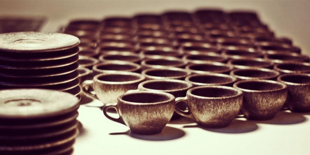 Des tasses de café fabriquées à base de café recyclé